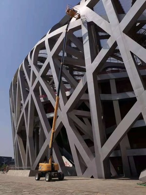 Beijing 2022 Winter Olympics Games: 6 units of XGS28 aerial work platforms completes the peripheral steel structure maintenance project in the Bird's Nest Olympic Stadium.